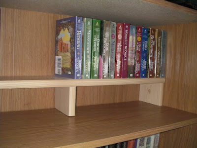 A nice bookshelf shelf with center support to prevent sagging.