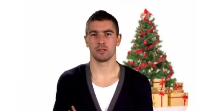 Kolarov canta Jingle Bells e FALHA completamente!