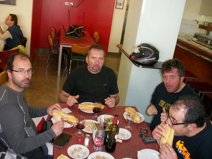 Moto almuerzo en Fontanares (Domingo 20 de Abril) 100_4184