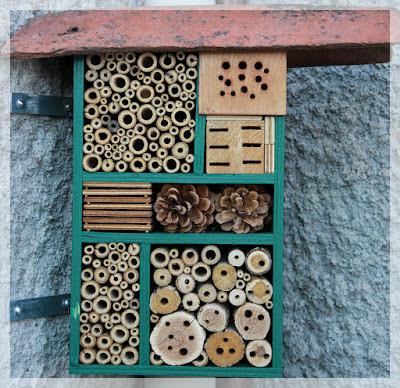 construire un h tel insectes apihappy apiculture. Black Bedroom Furniture Sets. Home Design Ideas
