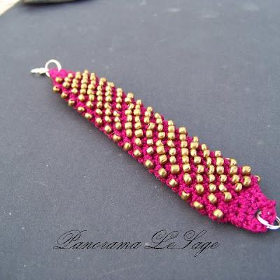 pieszczocha szydełkowa bransoleta szydełkowa biżuteria szydełkowa z koralikami złoto bordo szeroka mocna ciężka lekka Panorama LeSage Jablonex