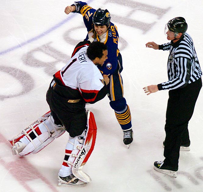 Ray Emery fights Andrew Peters