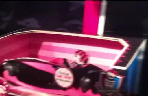 Monster High: ¿Próximos lanzamientos (2012) o FAKE? ¿Coche? para Draculaura