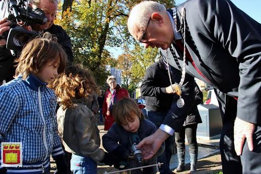 burgemeester plant lindeboom in overloon 27-10-2012 (28).JPG