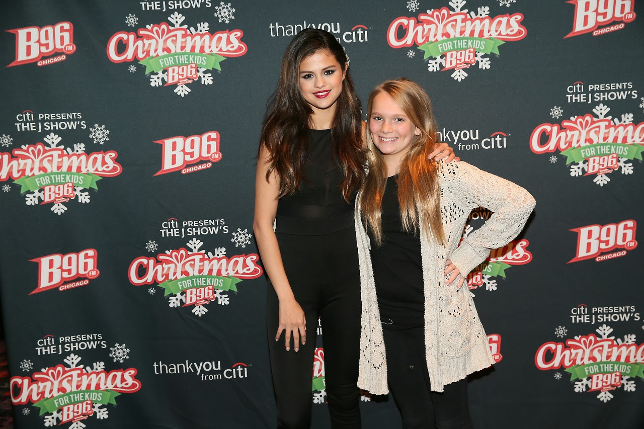 Hq Pictures From Selenas B96 Christmas For The Kids Meet And Greet