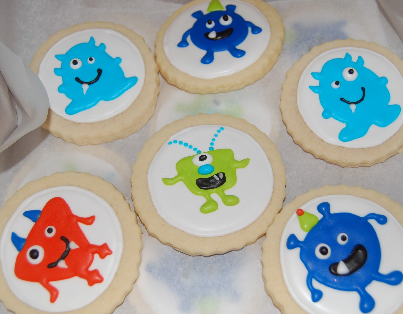 Sugar Chic Cookie Boutique: Cute Little Monster Cookies