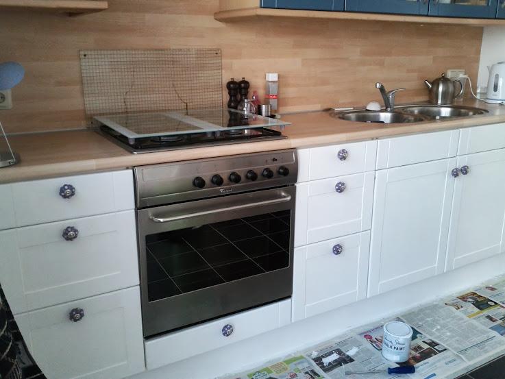 Vloertegels Keuken Verven : Achterwand + bovenkastjes die nog geverfd moeten worden