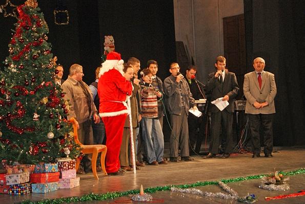 Crăciunul orfanilor 2011