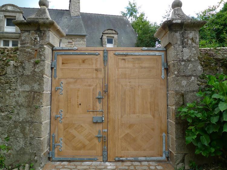 Une porte cochère (cherche menuisier dans le 22) P1020776