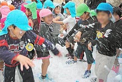 那覇に青森の雪届けるイベント、東京から避難した人らの反対で中止 反原発団体が主導