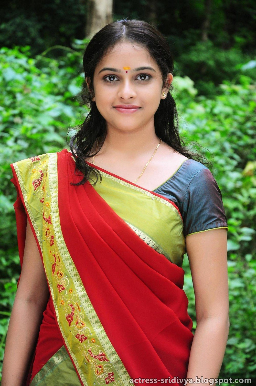 Actress Sri Divya Photos: Sri Divya Official: Sri Divya's First Movie Manasara