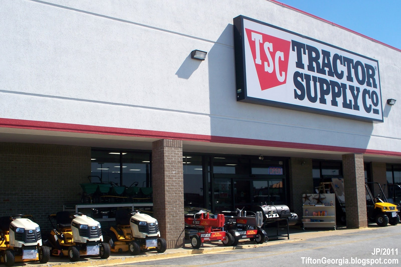 Tractor Supply Hours : Tifton georgia tift college attorney restaurant bank
