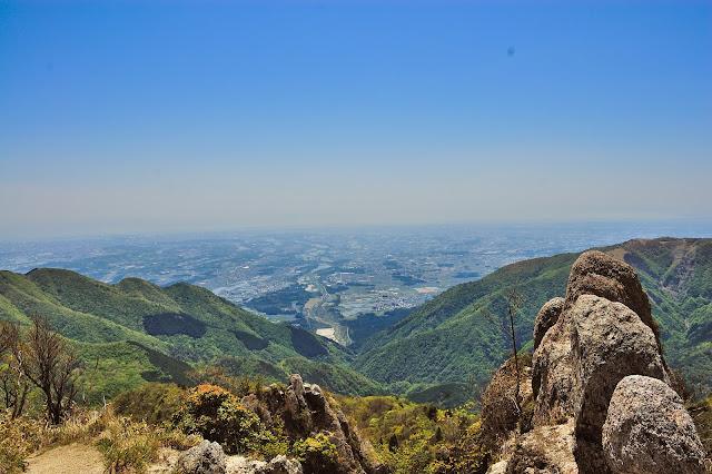 鎌ヶ岳山頂直下から見た四日市方面