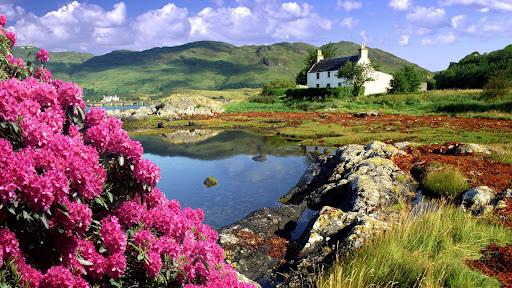 Cottage at Dornie, Lochalsh, Scotland.jpg