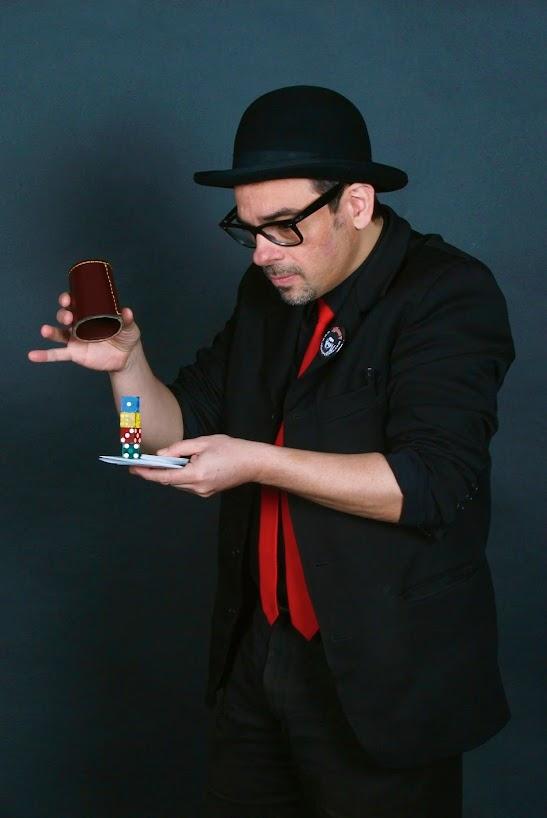 Alfonso-V-magia-de-cerca-dados-mago-madrid