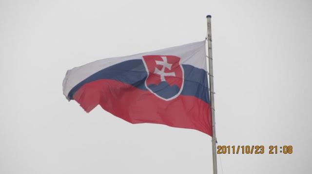 飄揚中的斯洛伐克國旗