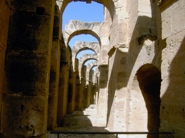 Переходы внутри амфитеатра в Эль Джем