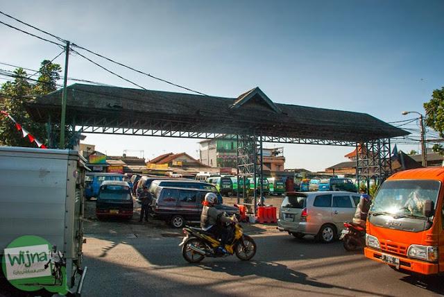 Suasana terminal ledeng tempat berkumpulnya angkot menuju curug Bugbrug