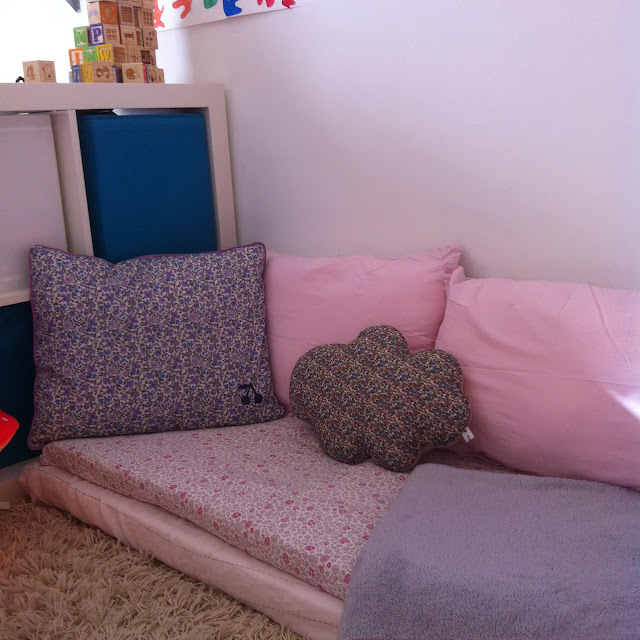 deco le petit coin lecture les mercredis jolis blog. Black Bedroom Furniture Sets. Home Design Ideas