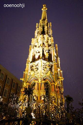 ニュルンベルク・クリスマスマーケットのピラミッド