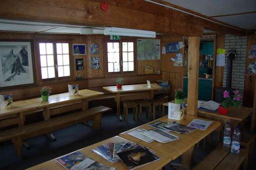 La salle à manger panoramique (enfin, quand il fait beau !) de la cabane de Bertol