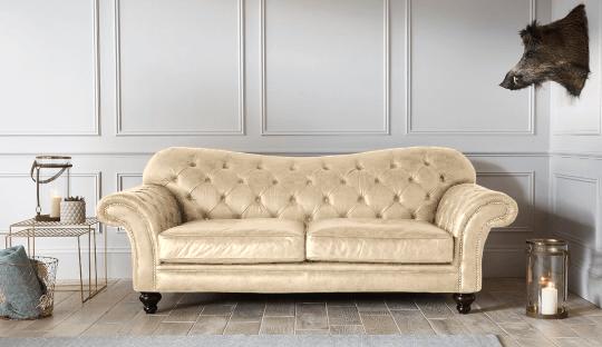 Trang trí phòng khách với ghế sofa da màu kem