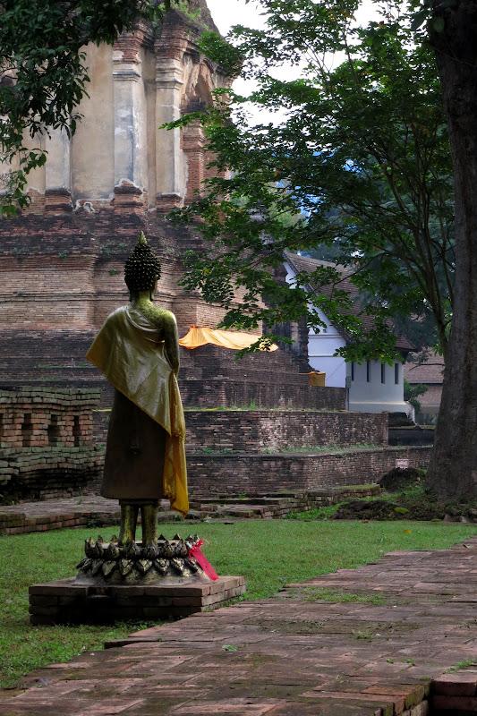 Statue at Wat Chet Yot