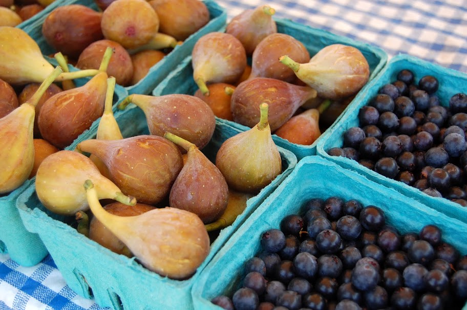 Figs and berries at Wednesday Mini-Market