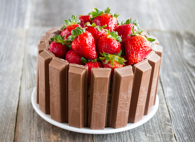 photo of a Kit Kat Cake