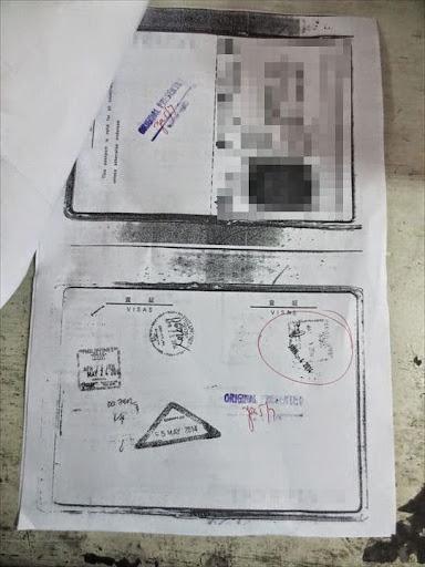 パスポートの顔写真ページとフィリピン入国時のビザのページのコピー