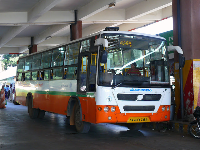 A BMTC Atal Sarige on route AS-6.