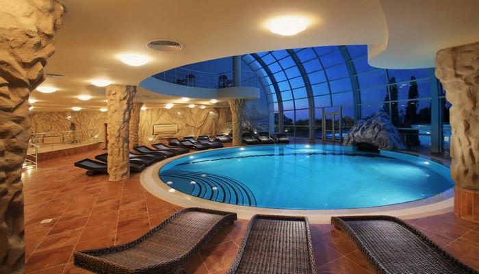 bể bơi trong nhà chung cư qms tower