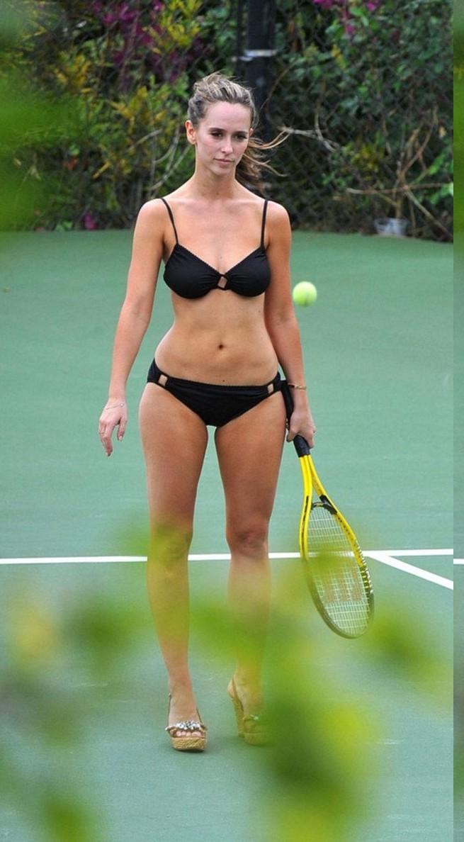Jennifer love hewitt hot bikini
