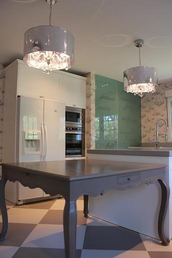 la cocina era muy grande con espacio para una despensa aparte cosa que permiti no colocar ningn mueble de colgar en cocinas tan grandes lo ms normal es