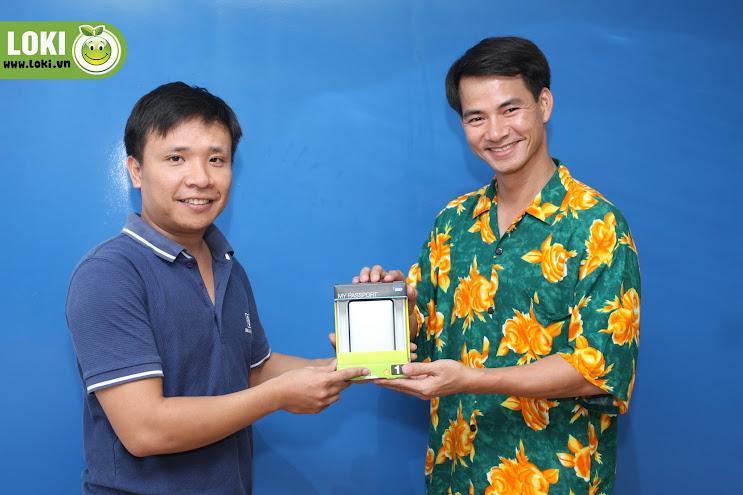 Danh hài Xuân Bắc trao thưởng cho game thủ Loki !!! Quay_la_trung_3