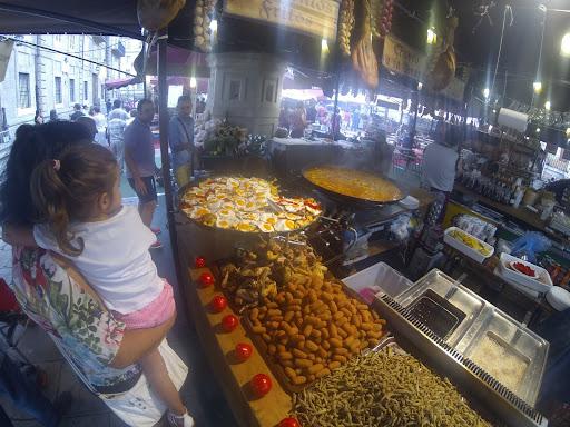 coruna market 2.jpg