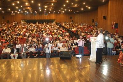 Rosalba anuncia liberação progressiva de promoções para professores