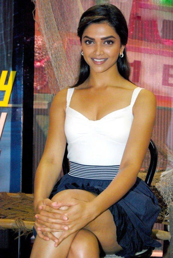 bollywood actress, deepika padukone, mini skirt, hot legs