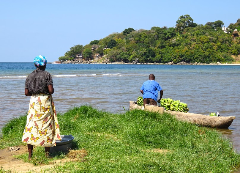 Explorando o LAGO MALAWI (lago Niasa) em Nkhata Bay e vivendo a experiência de África | Malawi