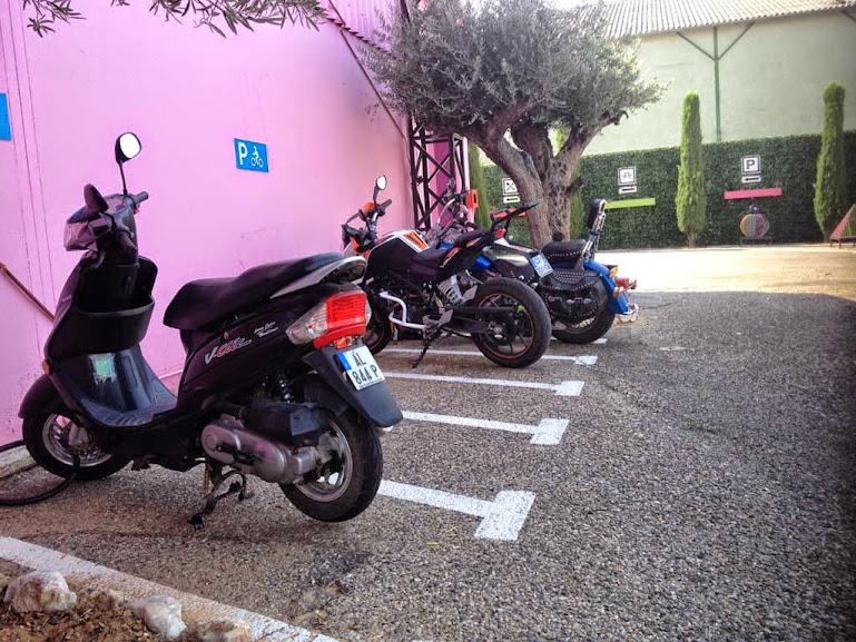 Parking réservé aux 2 roues