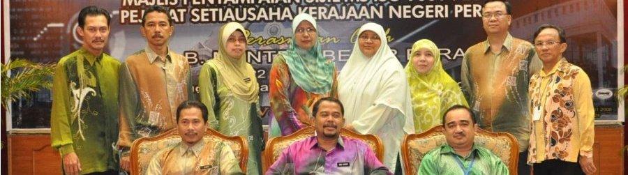 Menerima Anugerah Inovasi ICT Negeri Perak 2011 - Johan Bagi Projek myKompetens