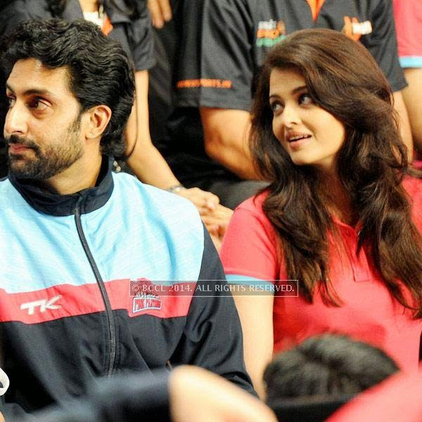 Abhishek Bachchan and Aishwarya Rai Bachchan during the opening match of Pro-Kabbadi League, held in Mumbai, on July 26, 2014. (Pic: Viral Bhayani) <br /> <br />