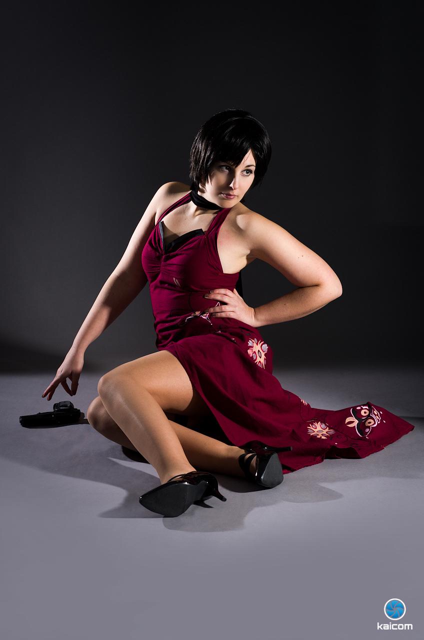 Siêu điệp viên Ada Wong khoe chân dài cực gợi cảm - Ảnh 8