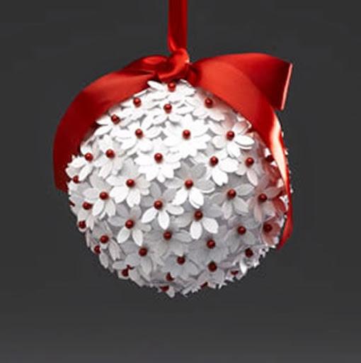 Bola de natal com flor de papel