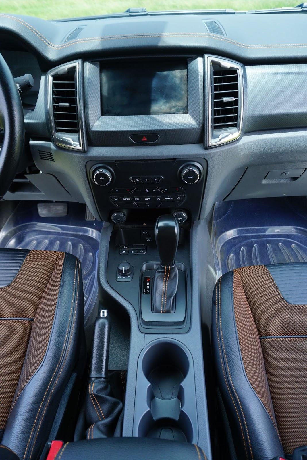 Hệ thống lái, bảng điều khiển và hỗ trợ lái của Ford Ranger Wildtrak