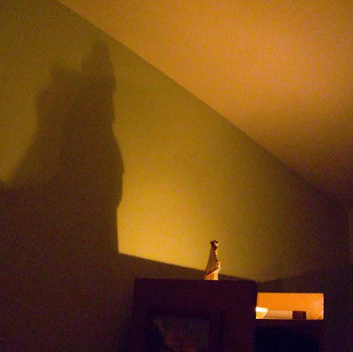 Foto de la virgen del valle a la luz de las velas