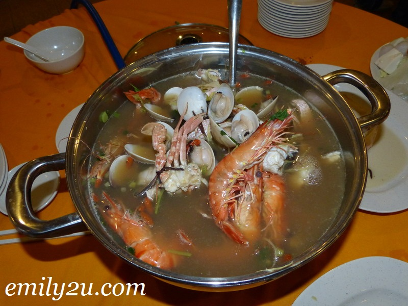 live fresh seafood steamboat