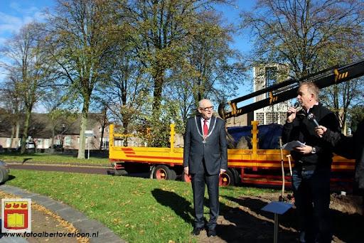 burgemeester plant lindeboom in overloon 27-10-2012 (7).JPG