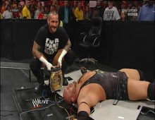 مصارعة WWE Raw 19/11/2012