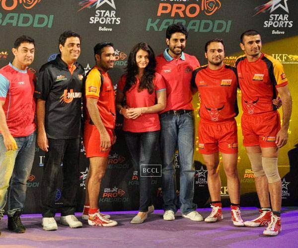 (L to R)Aamir Khan, Ronnie Screwvala, Aishwarya Rai Bachchan and Abhishek Bachchan with the players of winning team U Mumba after the opening match of Pro-Kabbadi League, held in Mumbai, on July 26, 2014. (Pic: Viral Bhayani)